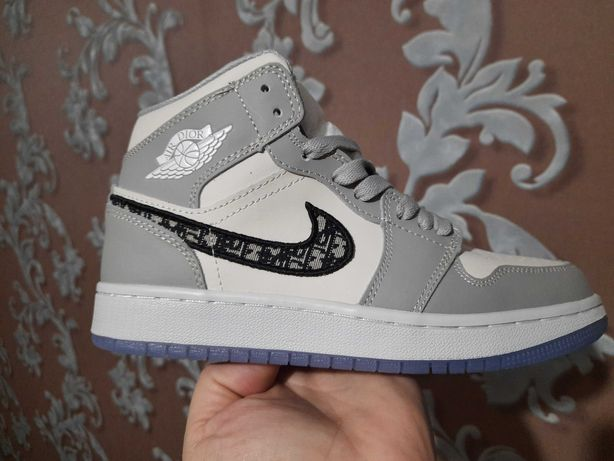 кроссовки Nike Air Jordan 1 Retro 39 размер