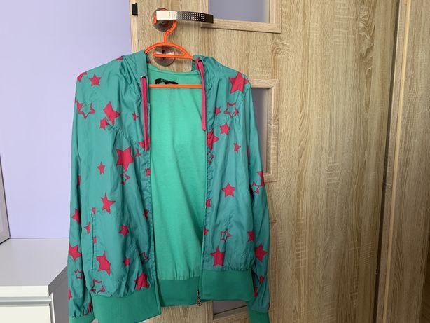 zielona kurtka z różowymi gwiazdami