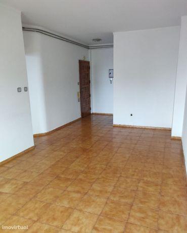 Apartamento T2 no 2º andar sem garagem, em Casal de Malta