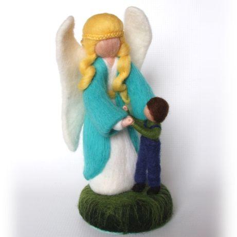 Anioł stróż z chłopczykiem m- rękodzieło, figurka filcowana