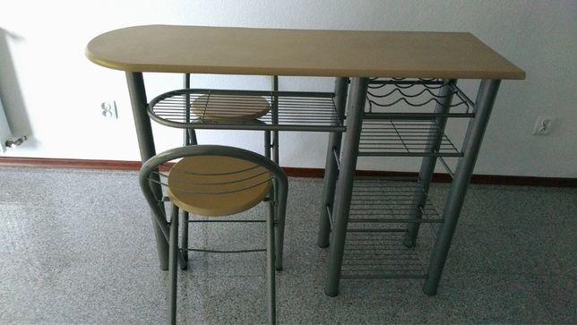barek kuchenny: stół+2 krzesła