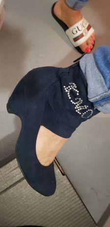 Buty botki na delikatnym obcasie niebieskie granatowe 38