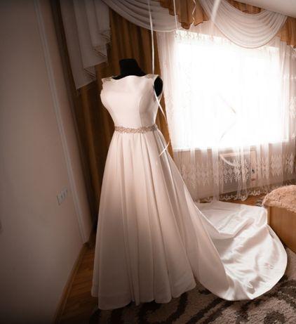 Весільне плаття, зі шлейфом