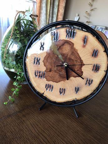 Zegar drewniany z żywicą epoksydową