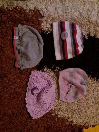czapeczki dla dziewczynki 6-12 m. stan bardzo dobry