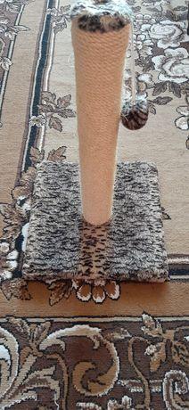 Когтеточка-столбик с игрушкой для котов