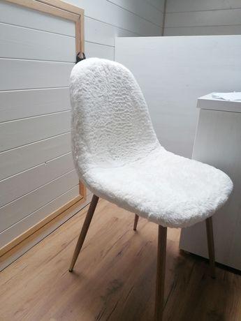 Pluszowe krzesło
