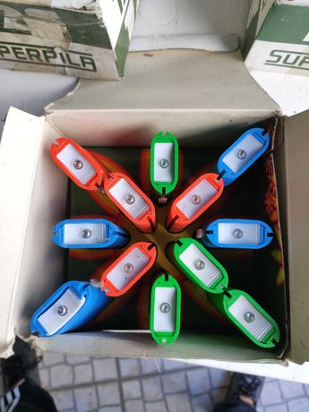 Lanterna a pilhas várias cores NOVAS