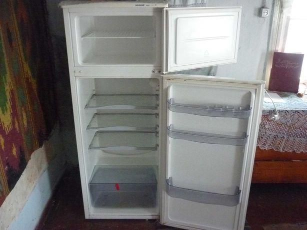 продаю холодильник Snaige-1000 грн