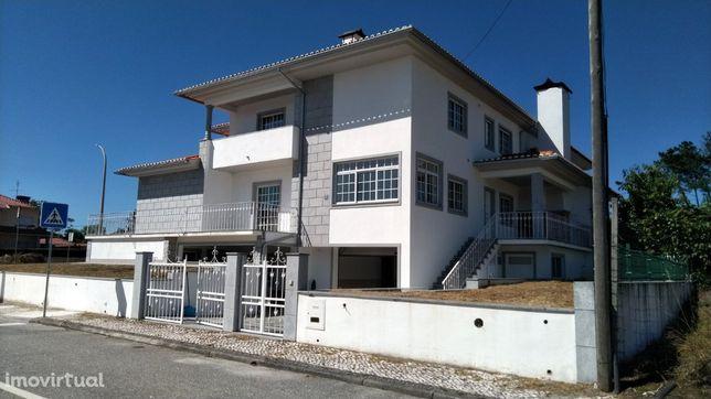 Vende casa geminada no Viso Sul em Viseu