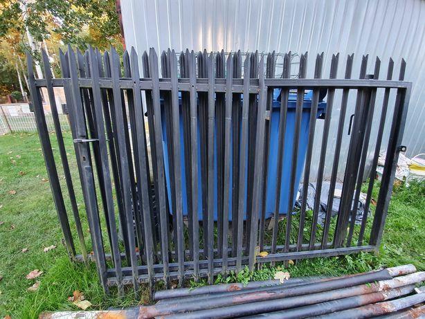 Brama i furtka metalowa, słupki na ogrodzenie