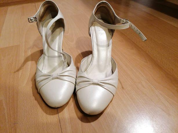 Kremowobiałe skórzane buty ślubne r. 37