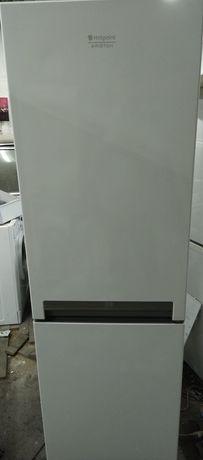 Entrega garantia frigorífico Ariston hotpoint