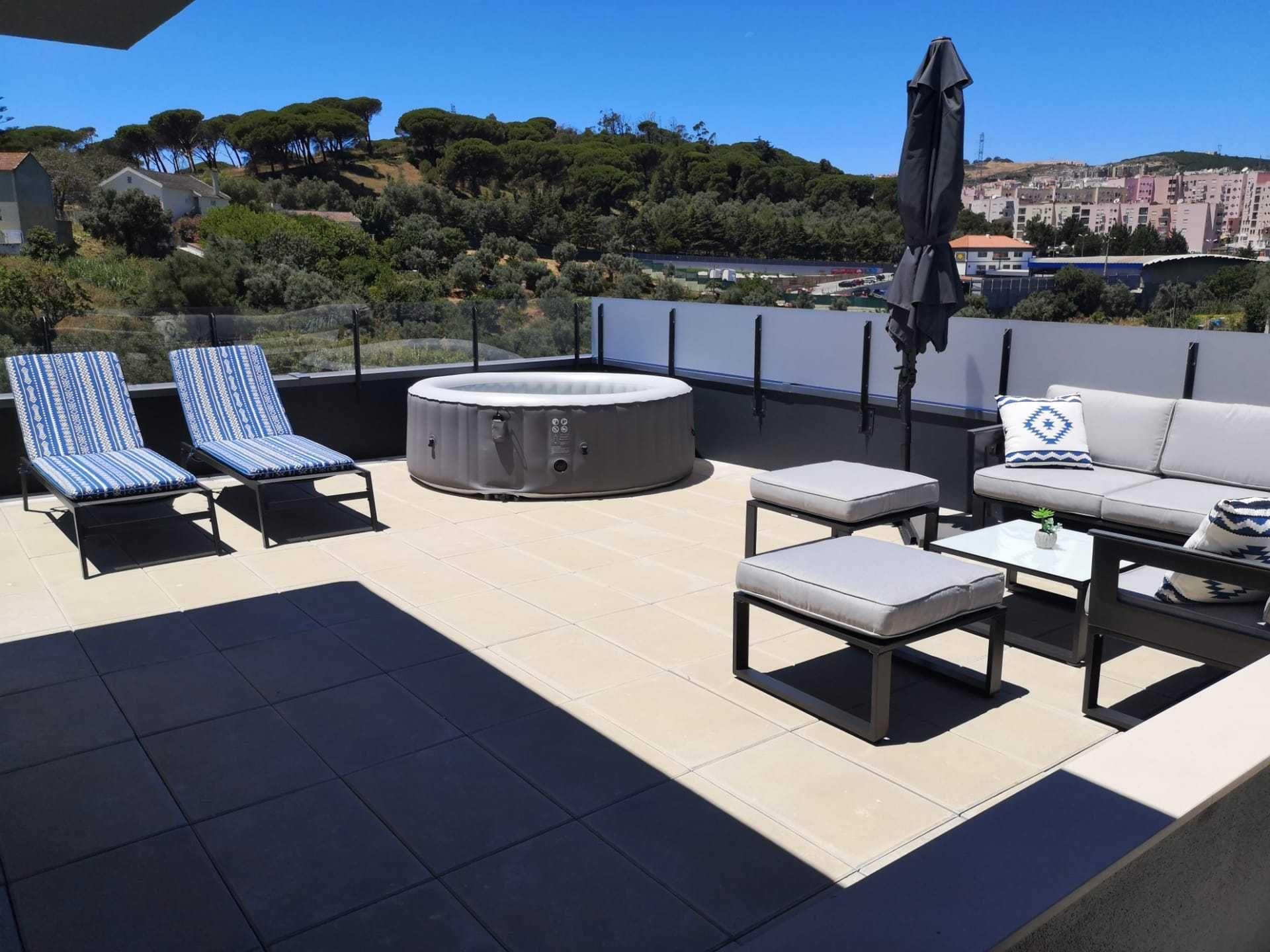 T3 + 1 Odivelas - Casais da Serra excelente terraço e garagem