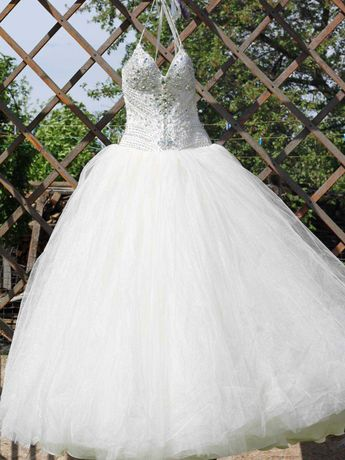 Стильное и пышное свадебное платье