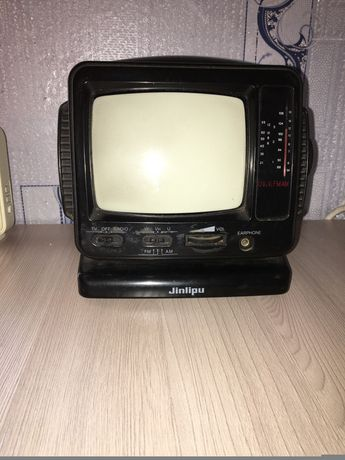 Портативный телевизор Jinlipu, на детали, 200руб.