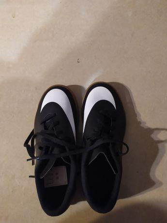 Nowe halówki Nike r.35 czarno-białe