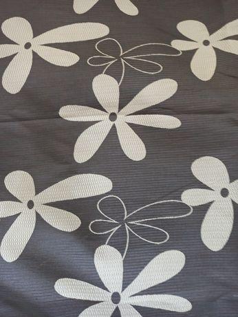 Zaslona ciemna kwiaty brązowa