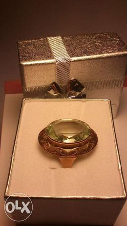 Śliczny złoty pierścionek z syntetycznym berylem. 8,85g, rozmiar 16.