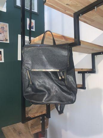 Plecak czarny ze zlotymi wstawkami