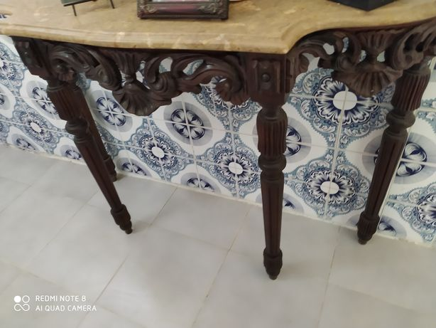 Várias mesas 3 de madeira maciça.