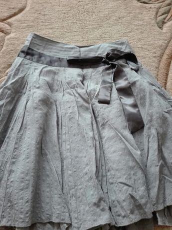 Sprzedam damską spódnicę popielatą