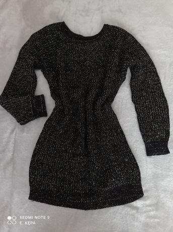 Czarna sweterkowa, dzianinowa sukienka ze złotą nitką
