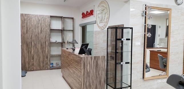 Wyposażenie salonu fryzjerskiego kosmetycznego meble fryzjerskie.