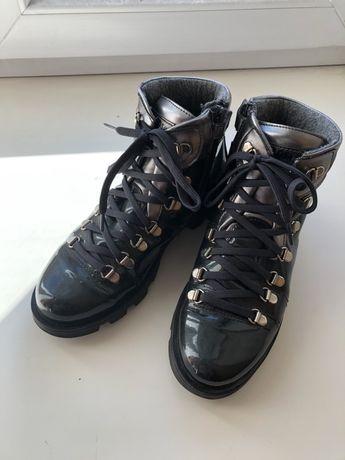 Утепленные лаковые ботинки