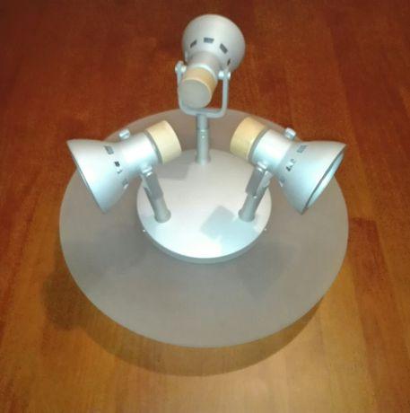 Candeeiro de tecto com três lâmpadas