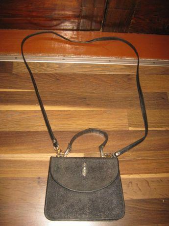 Кожаная женская сумочка, в хорошем состоянии.