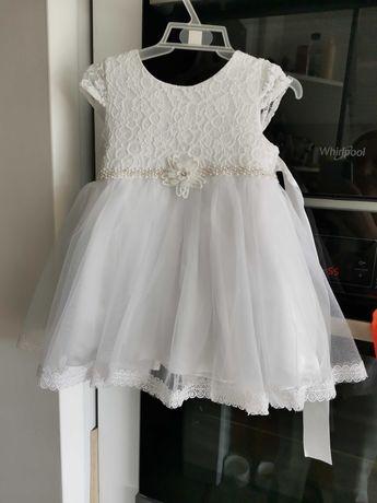 Zestaw na chrzest dla dziewczynki w kolorze białym z dodatkami