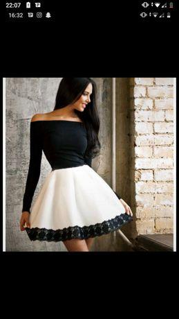Sukienka pianka rozkloszowana czarna biała
