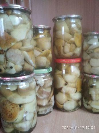 Білі гриби та боровики мариновані.