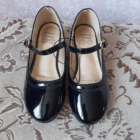 Чорні     туфельки