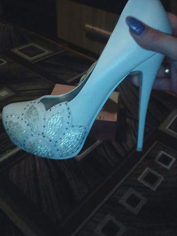 Туфлі білі
