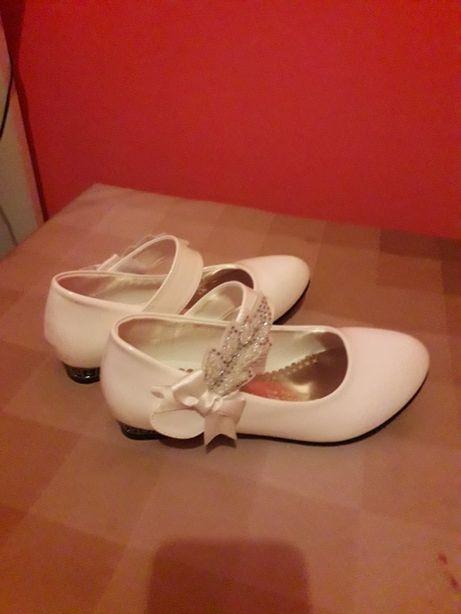 Buty białe komunijne