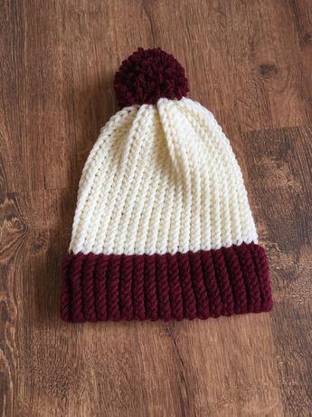 Ciepła zimowa czapka z pomponem z mieszanki wełny Merino handmade