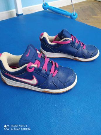 кросівки дитячі Nike 35,5 р. шкіра