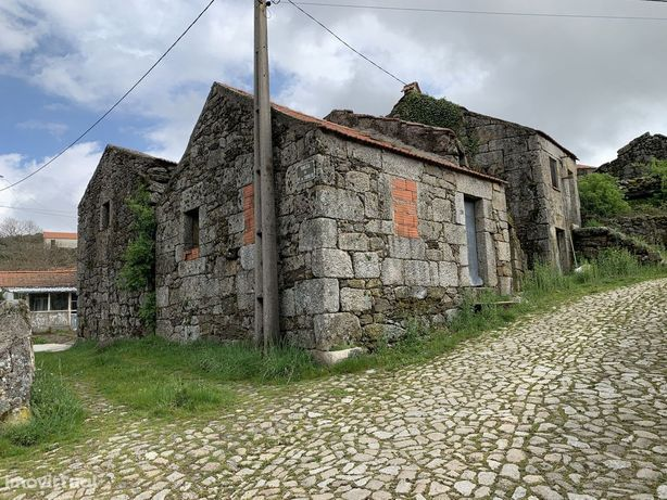 Casa Térrea na zona do Gerês, a 2Km do Rio Rabagão , Albufeira dos Pis