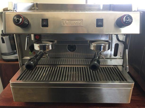 Máquina café industrial como nova, com garantia,fazemos instalação.