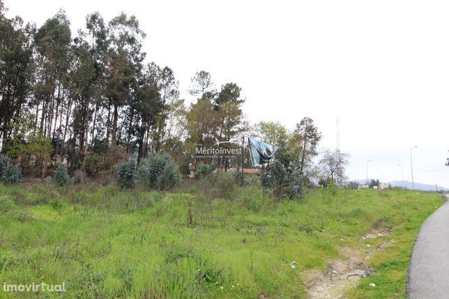 Terreno urbano com área total de 7.866m2 em Seide São Miguel - V.N.Fam