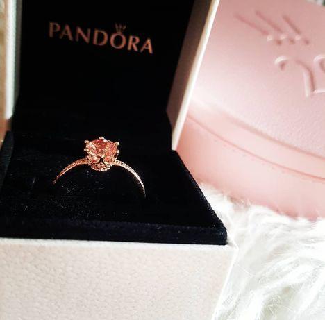 Pierścionek solitaire Różowa lśniąca korona pandora