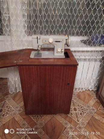 Продам швейную машинку 800 рублей