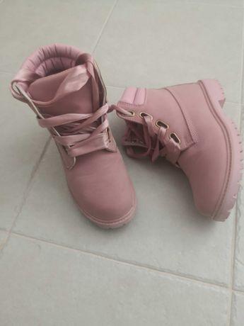 Botas rosa, estilo timberland