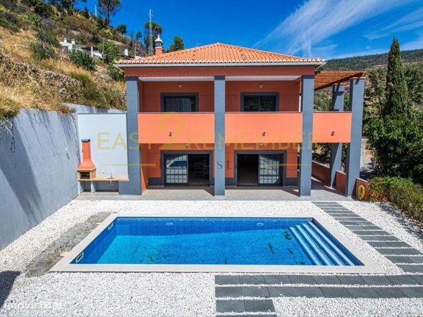 Moradia V3+1 com piscina e vistas deslumbrantes sobre a s...