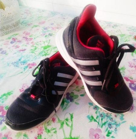Ténis de menina Adidas. Tamanho 31.