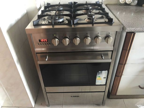 Fogão Meireles - mesa de trabalho a gás e forno elétrico