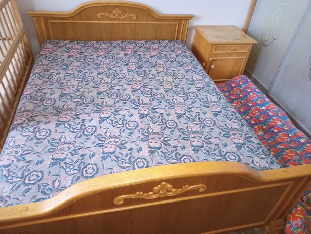 Кровать двуспальная с прикроватными тумбами. Дуб натуральный