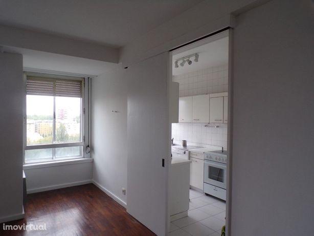 Apartamento T3 no Foco para arrendar